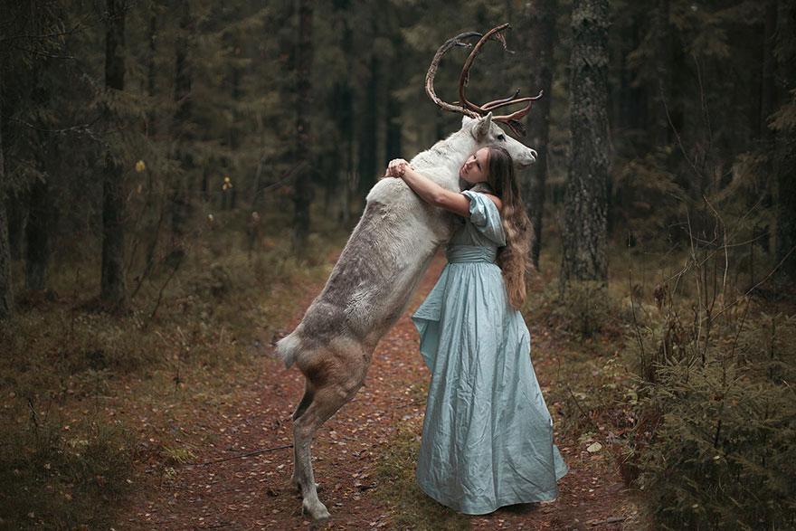 kobieta ze zwierzetami